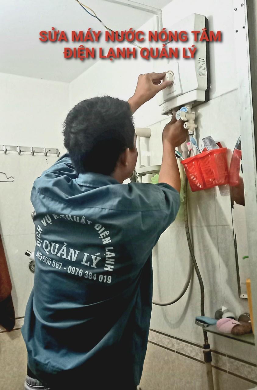 Nhân viên điện lạnh Quản Lý chuyên nghiệp và làm việc nhanh chóng
