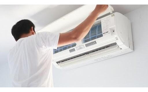 Vệ sinh bộ lọc của máy lạnh định kỳ để đảm bảo hiệu quả lọc tối ưu giúp điều hòa hoạt động đúng chức năng