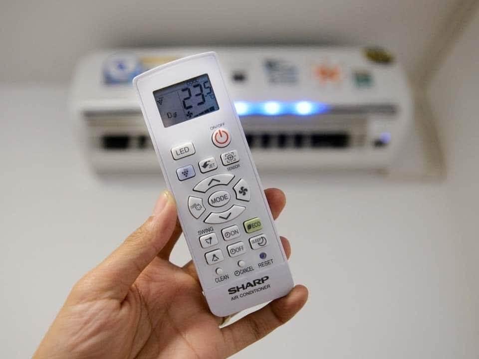 Điều khiển điều hòa bị hỏng có thể do bộ cảm biến ở máy lạnh gặp sự cố và không tiếp nhận được thông tin