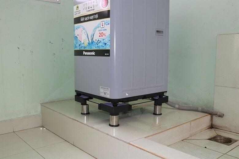 Có chân đế, việc đặt máy giặt ở gần các khu vực cấp nước không còn gây trở ngại