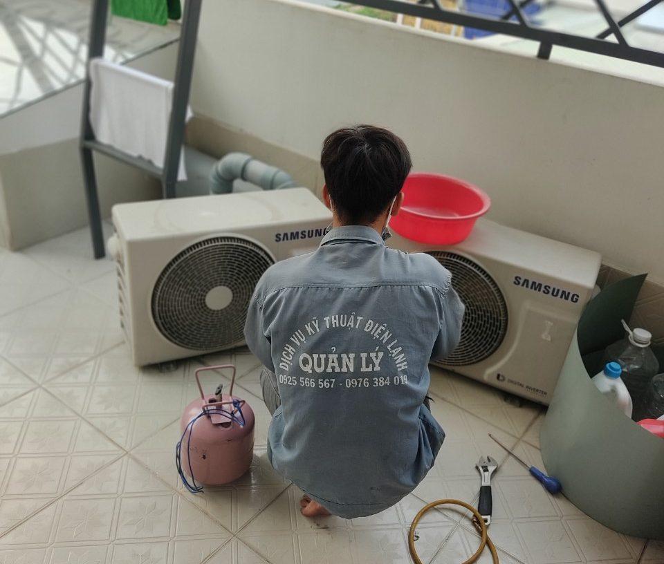 Quá trình kiểm tra đuôi nóng máy lạnh khi vệ sinh và kiểm tra gas tại Bình Thạnh
