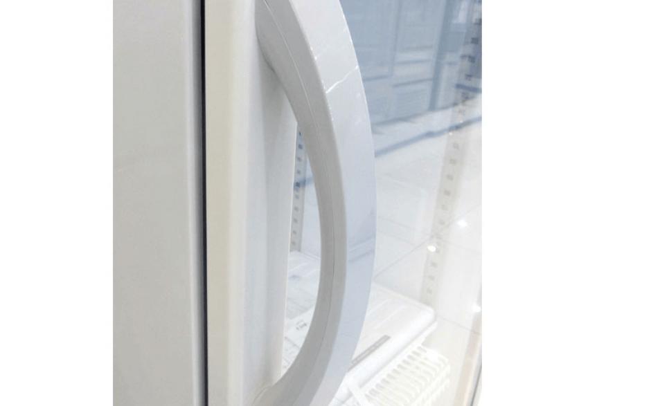 Tay nắm tủ mát Panasonic được thiết kế sang trọng và tinh tế.