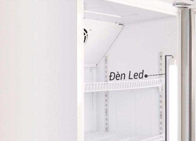 Hệ thống đèn LED hiện đại và tiện nghi bên trong tủ mát.